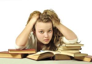 ragazza-sui-libri-ansia-da-stress